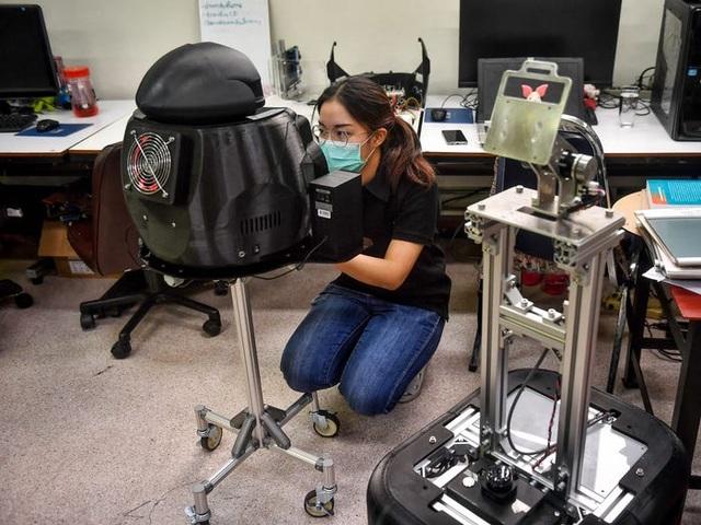 Thái Lan dùng robot để khám chữa cho bệnh nhân Covid-19 - 3