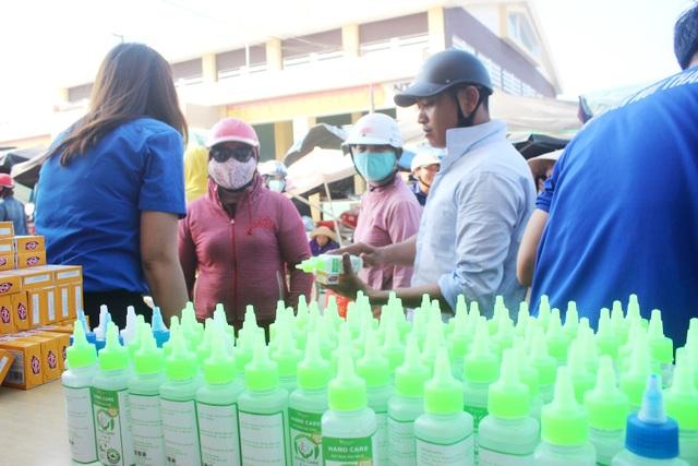 Đổi rác thải nhựa lấy sản phẩm phòng chống, dịch Covid-19 - 2