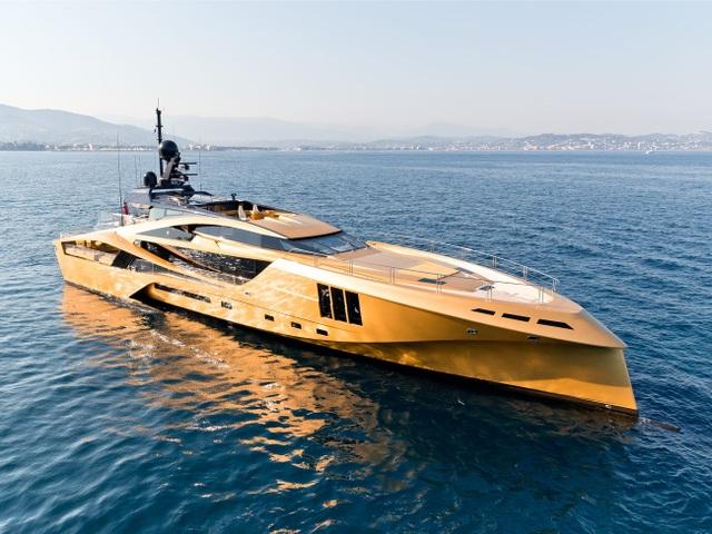 Giới tỷ phú đổ xô chi triệu đô thuê siêu du thuyền tránh Covid-19 - 1