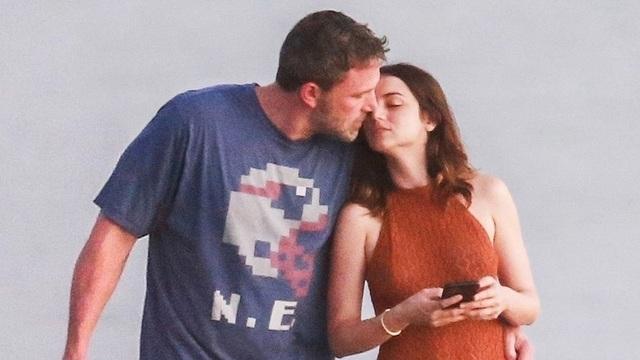 Ben Affleck tình tứ bên bạn gái Bond-girl - 7