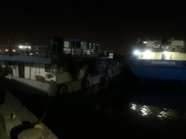 Tàu chở xăng bốc cháy, 2 người chết, một người mất tích - 2