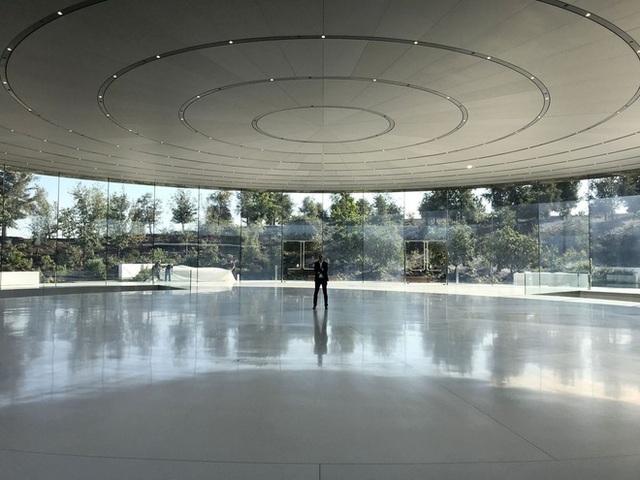 Trụ sở Apple như một công viên bị bỏ hoang do đại dịch Covid-19 - 2