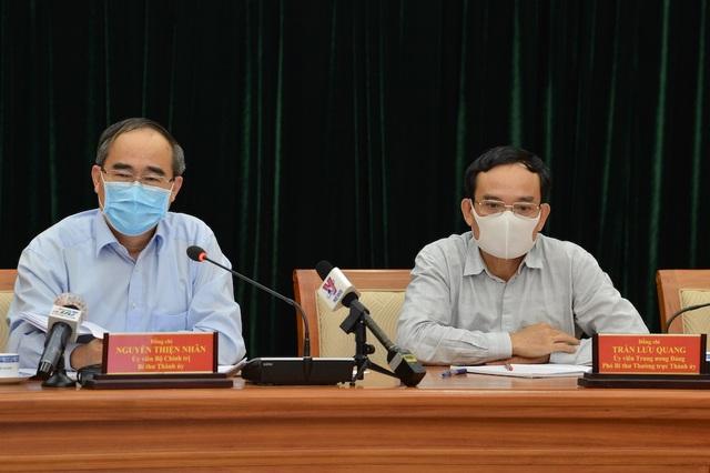 Bí thư TPHCM gợi ý trả lương cho người ở nhà để chống dịch Covid-19 - 1