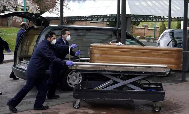 """Những người già bị lãng quên đến chết trong """"bão"""" Covid-19 tại Tây Ban Nha - 1"""