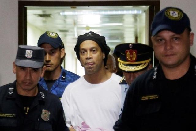 Ronaldinho đối diện với 10 năm tù tại Paraguay - 1