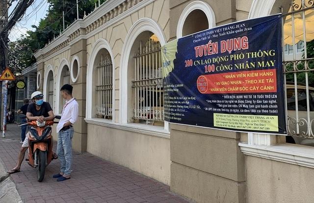 TPHCM: Doanh nghiệp hỗ trợ người lao động chống COVID-19 - 2