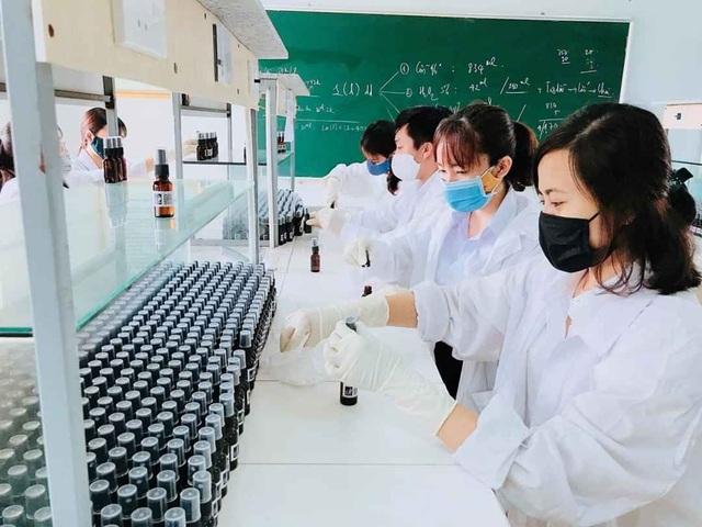 Điều chế nước rửa tay khô để phát miễn phí phòng chống dịch Covid - 19 - 1