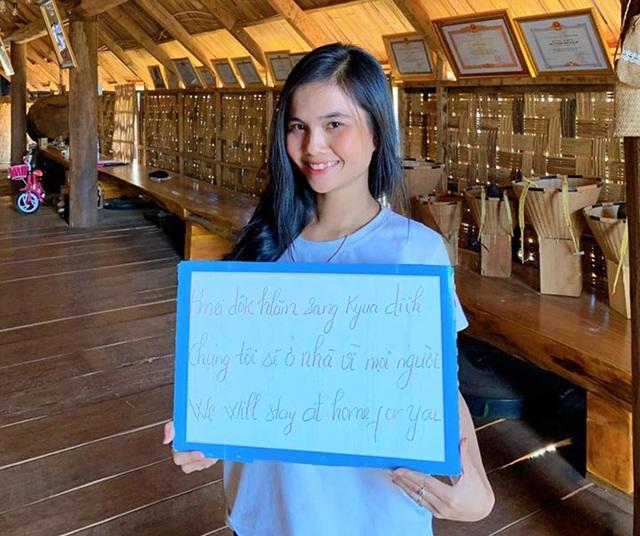 Hoa hậu H'Hen Niê, Khánh Vân kêu gọi mọi người hạn chế ra đường mùa dịch - 2