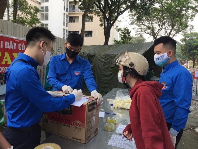 Thanh niên Hà Nội tích cực hỗ trợ khu cách ly, lắp 100 bồn rửa tay miễn phí - 2