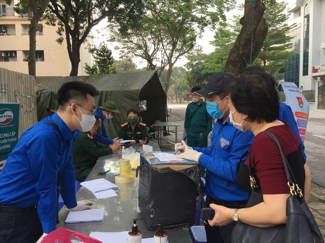 Thanh niên Hà Nội tích cực hỗ trợ khu cách ly, lắp 100 bồn rửa tay miễn phí - 5