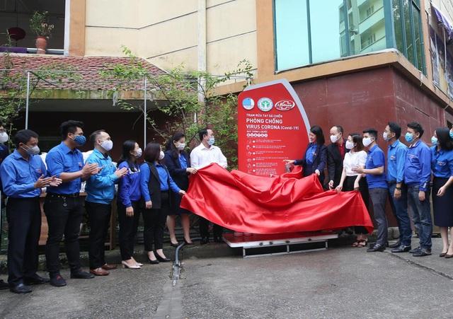 Thanh niên Hà Nội tích cực hỗ trợ khu cách ly, lắp 100 bồn rửa tay miễn phí - 7