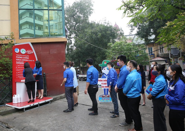 Thanh niên Hà Nội tích cực hỗ trợ khu cách ly, lắp 100 bồn rửa tay miễn phí - 8