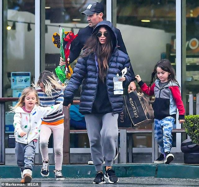 Megan Fox xinh đẹp đưa con đi siêu thị - 1