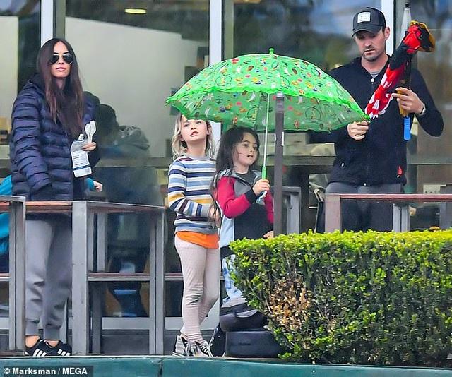 Megan Fox xinh đẹp đưa con đi siêu thị - 2