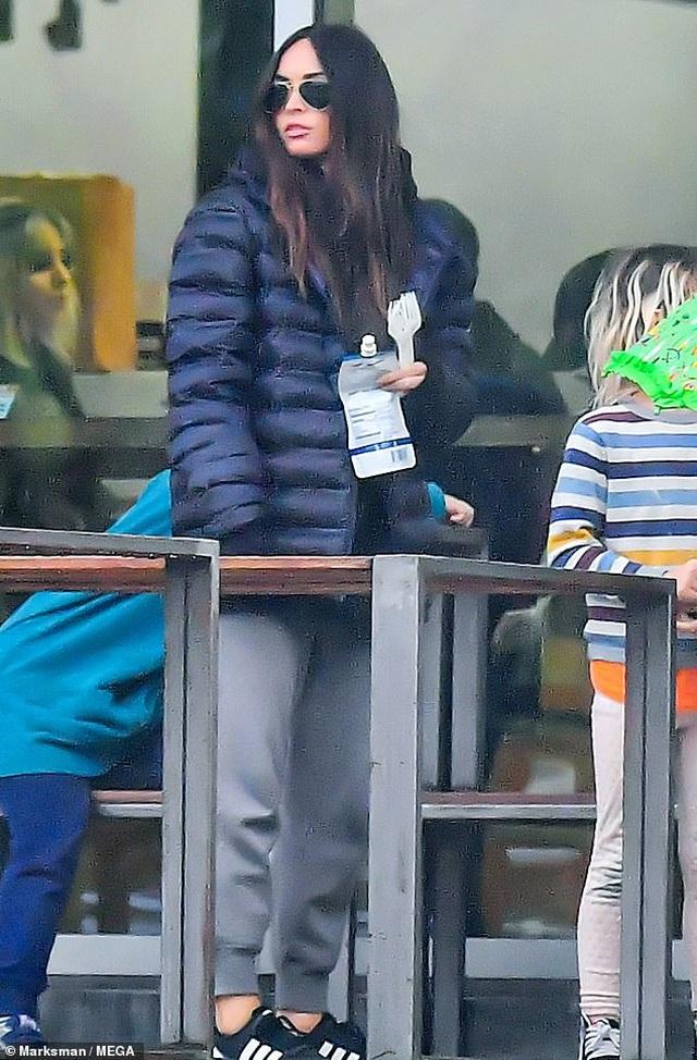 Megan Fox xinh đẹp đưa con đi siêu thị - 3
