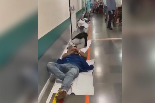Bệnh nhân nằm la liệt dọc hành lang bệnh viện Tây Ban Nha - 2
