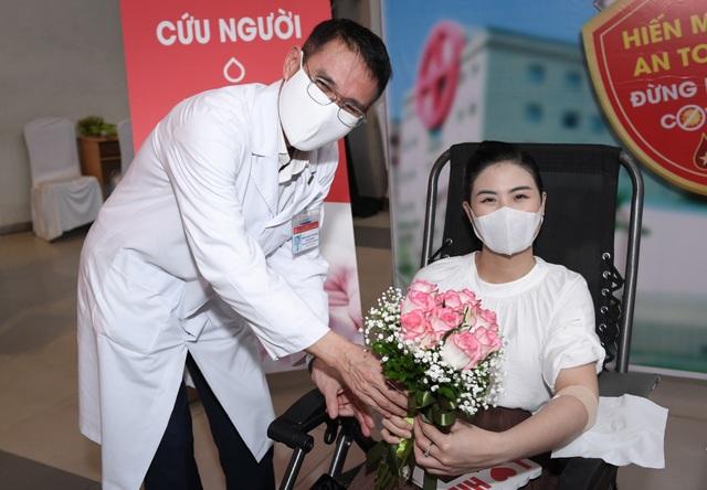 Hiến máu lần 7 giữa đại dịch, Hoa hậu Ngọc Hân kể câu chuyện rớt nước mắt - 2