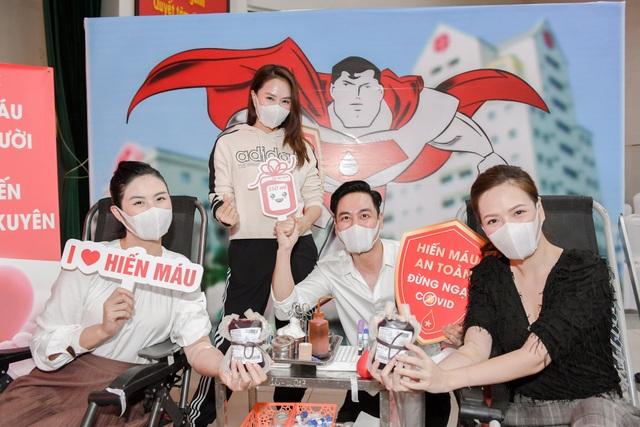 Hiến máu lần 7 giữa đại dịch, Hoa hậu Ngọc Hân kể câu chuyện rớt nước mắt - 1