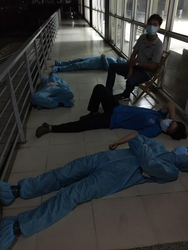 Rầm rộ đi tiếp tế gây khó khăn cho công tác phòng chống dịch Covid - 5