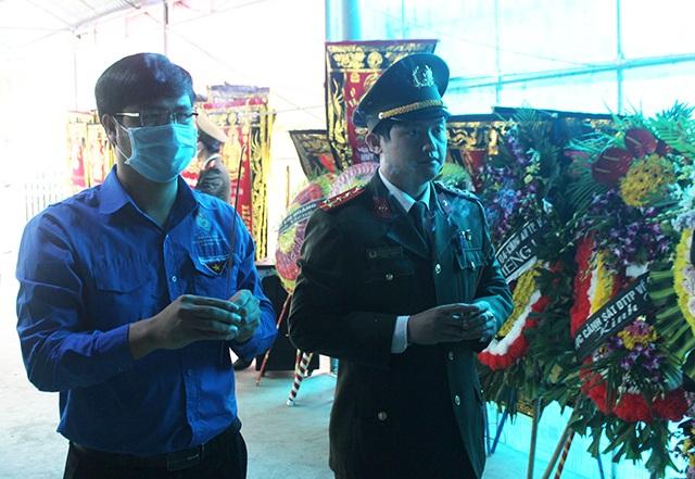 Trao Huy hiệu Tuổi trẻ dũng cảm tới Đại úy công an hi sinh khi bắt tội phạm - 2