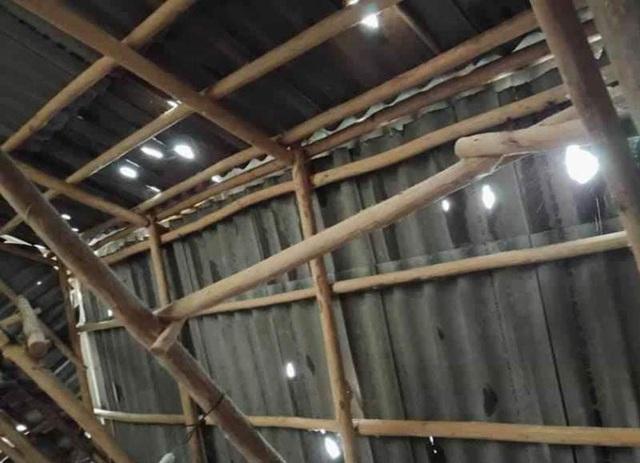 """Gần 500 mái nhà dân bị mưa đá """"xuyên thủng"""" - 3"""