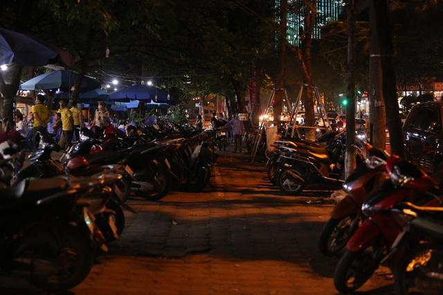 """Bất chấp """"lệnh cấm"""", nhiều quán nhậu Hà Nội vẫn tấp nập đón khách - 2"""