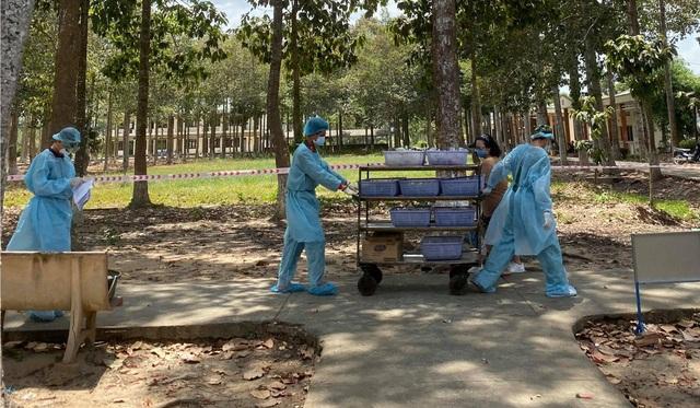 Báo nước ngoài viết về cuộc sống trong cơ sở cách ly Covid-19 của Việt Nam - 1