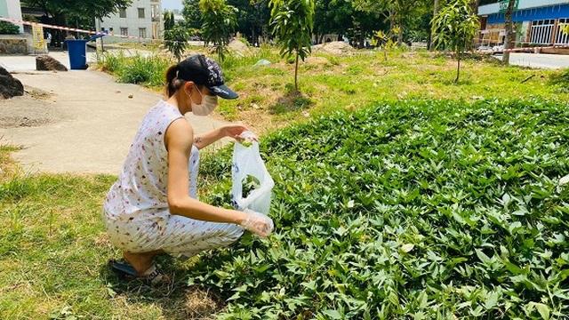 """Siêu mẫu Võ Hoàng Yến hái rau lang """"cải thiện"""" bữa ăn ở khu cách ly - 4"""
