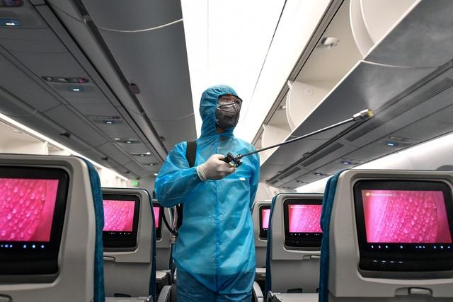 Hãng hàng không duy nhất khử trùng toàn bộ máy bay khai thác trong ngày - 2