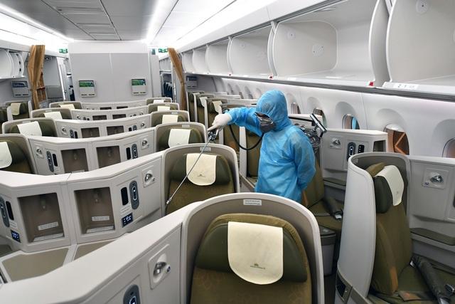 Hãng hàng không duy nhất khử trùng toàn bộ máy bay khai thác trong ngày - 4