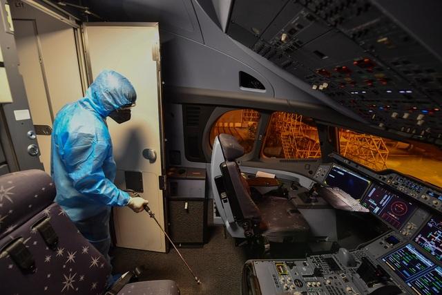 Hãng hàng không duy nhất khử trùng toàn bộ máy bay khai thác trong ngày - 5