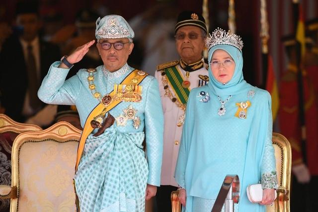 Hoàng hậu Malaysia tham gia nấu ăn cho nhân viên y tế chống dịch Covid-19 - 1