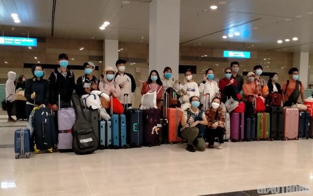 Đưa 100 người Việt mắc kẹt ở Singapore, Thái Lan về nước - 1