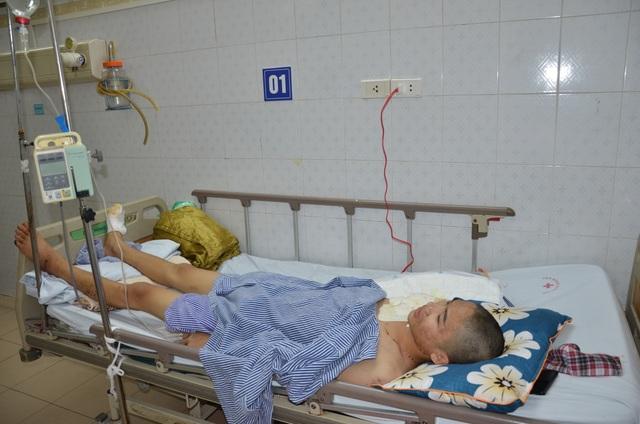 Thương chàng trai lớp 11 mồ côi cha bị điện cao thế phóng người bốc khói - 2