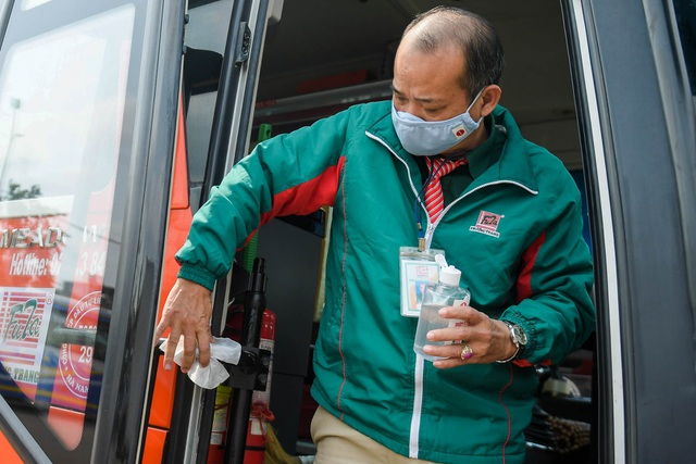 Hà Nội: Đi xe khách khai báo y tế ra sao? - 10