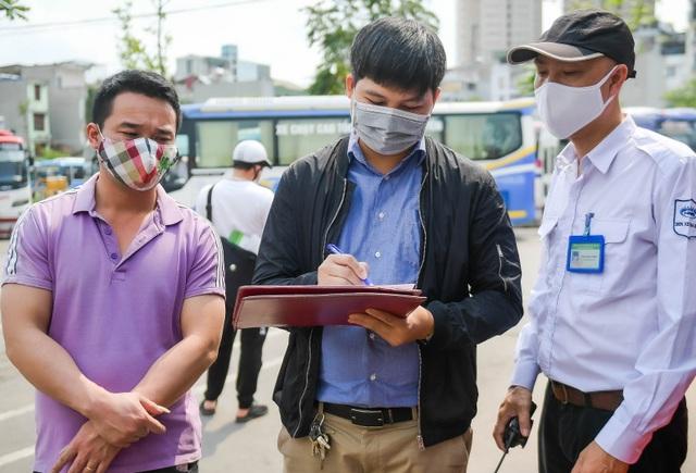 Hà Nội: Đi xe khách khai báo y tế ra sao? - 3