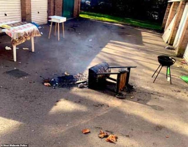 Cảnh sát đạp đổ lò nướng, giải tán đám đông đang nướng thịt - 2