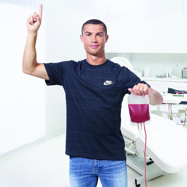 Messi, C.Ronaldo cùng ủng hộ 1 triệu euro chống Covid-19 - 4