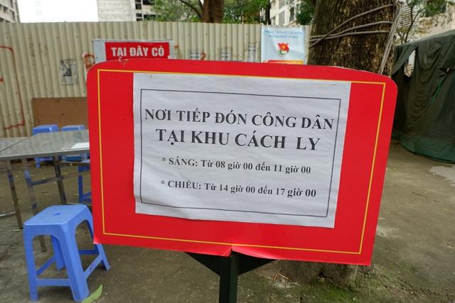 Hà Nội: Phát hiện cả bia, lò vi sóng trong thùng tiếp tế vào khu cách ly - 8