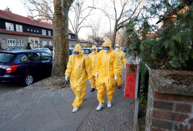 Vì sao tỷ lệ tử vong tại Đức thấp dù là ổ dịch nóng thứ 3 ở châu Âu? - 1