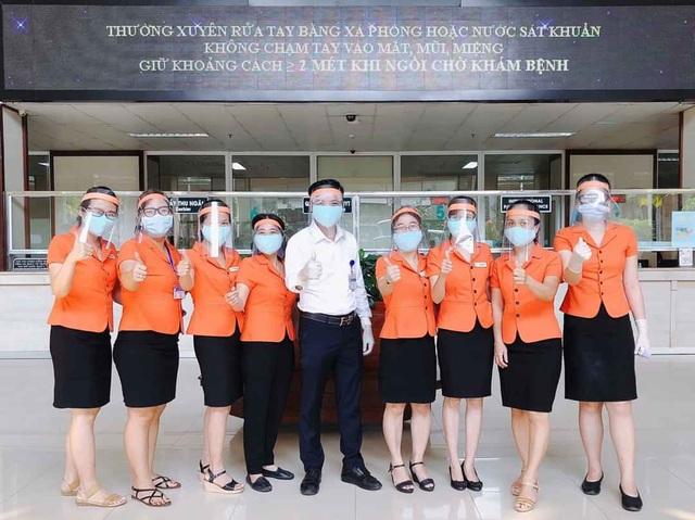 Tự làm mặt nạ che giọt bắn siêu rẻ cho y bác sĩ tuyến đầu chống Covid-19 - 10