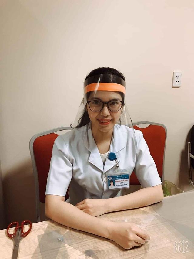 Tự làm mặt nạ che giọt bắn siêu rẻ cho y bác sĩ tuyến đầu chống Covid-19 - 2