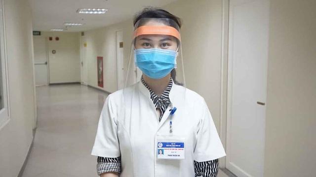 Tự làm mặt nạ che giọt bắn siêu rẻ cho y bác sĩ tuyến đầu chống Covid-19 - 3