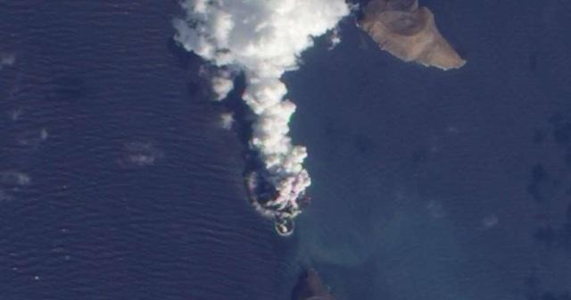 Hòn đảo mọc giữa biển trong vòng 4 ngày - 1
