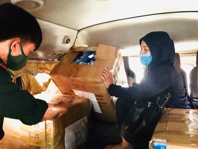 Vận chuyển lậu hàng chục ngàn chiếc khẩu trang y tế qua Lào tiêu thụ - 1