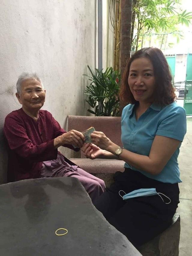 Mẹ Việt Nam Anh hùng ủng hộ 5 triệu đồng chống dịch Covid-19 - 1