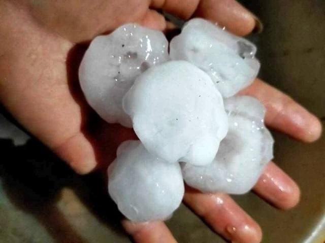 Mưa đá ở các tỉnh phía Bắc làm gần 3.000 ngôi nhà hư hỏng - 5