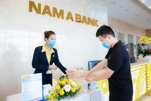 Nam A Bank tặng bảo hiểm sức khỏe covid-19 cho cán bộ nhân viên - 2