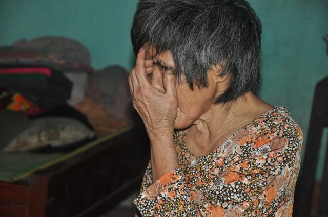 Xót thương người đàn ông mù lần mò nuôi em gái tâm thần trong đói nghèo - 2