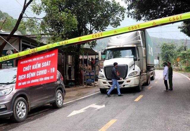 Phong tỏa khu phố có bệnh nhân mắc Covid-19 sau khi rời Bệnh viện Bạch Mai  - 2